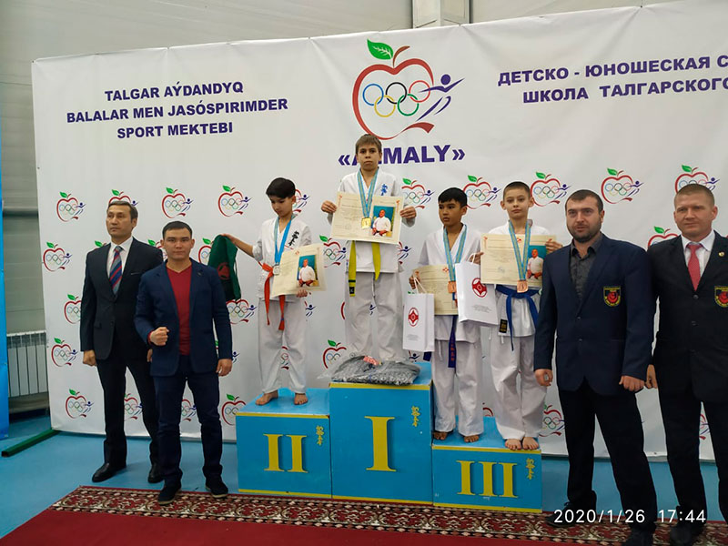 Дудинов Павел 6 В на чемпионате Узбекистана Водное поло 2 место 2020 год