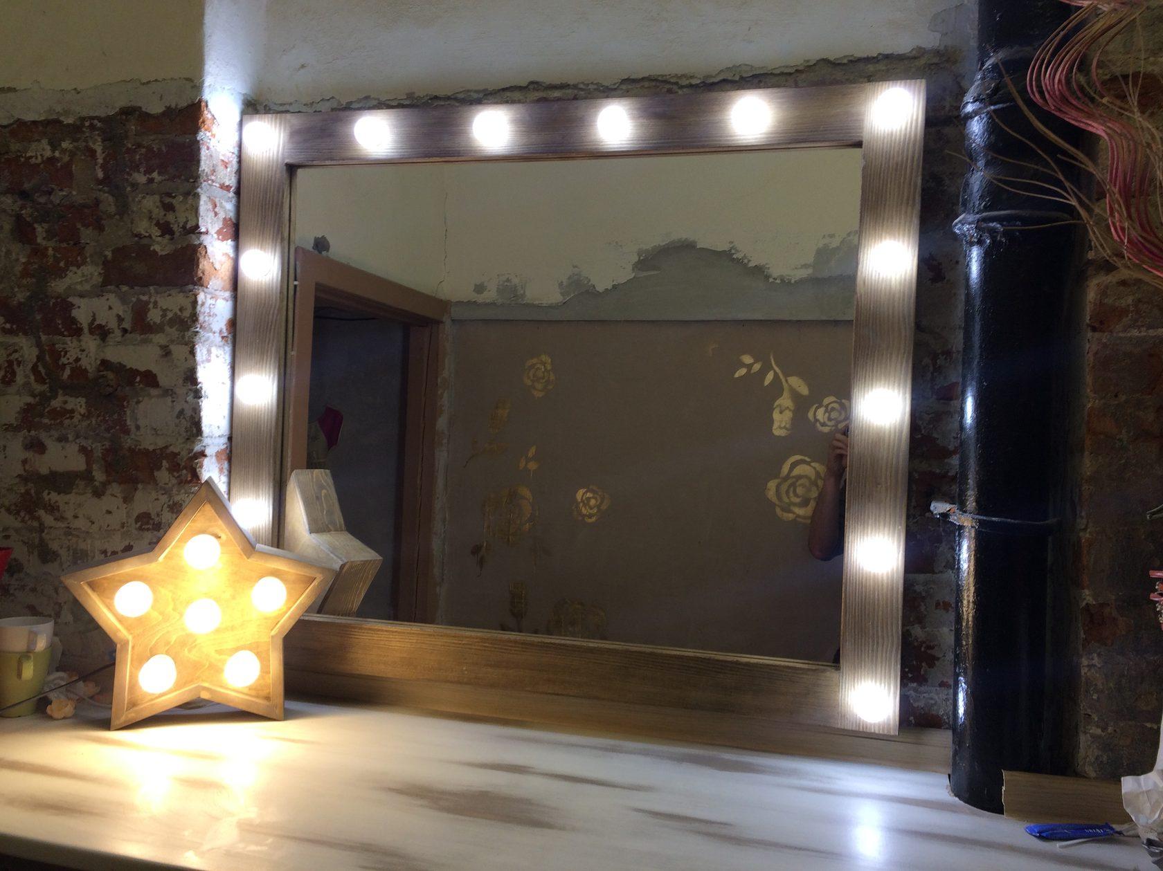 Гримерное зеркало рама массив пихты, цвет орех выключатель справа провод 2 метра