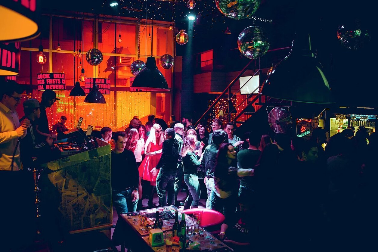 Ночной клуб ту дэнс бернский зенненхунд клуб в москве