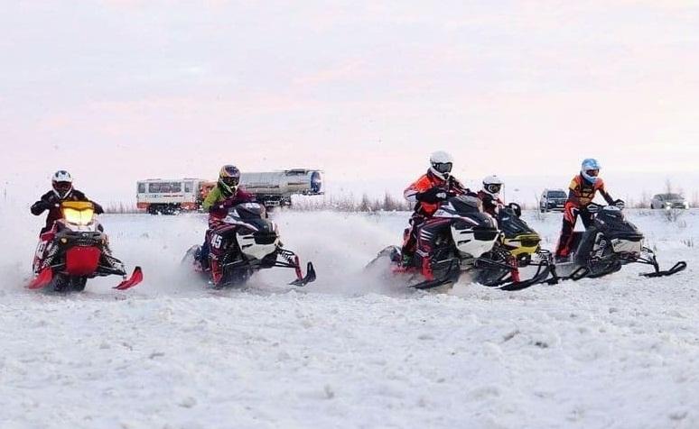 Всероссийские соревнования по кроссу на снегоходах в Новом Уренгое