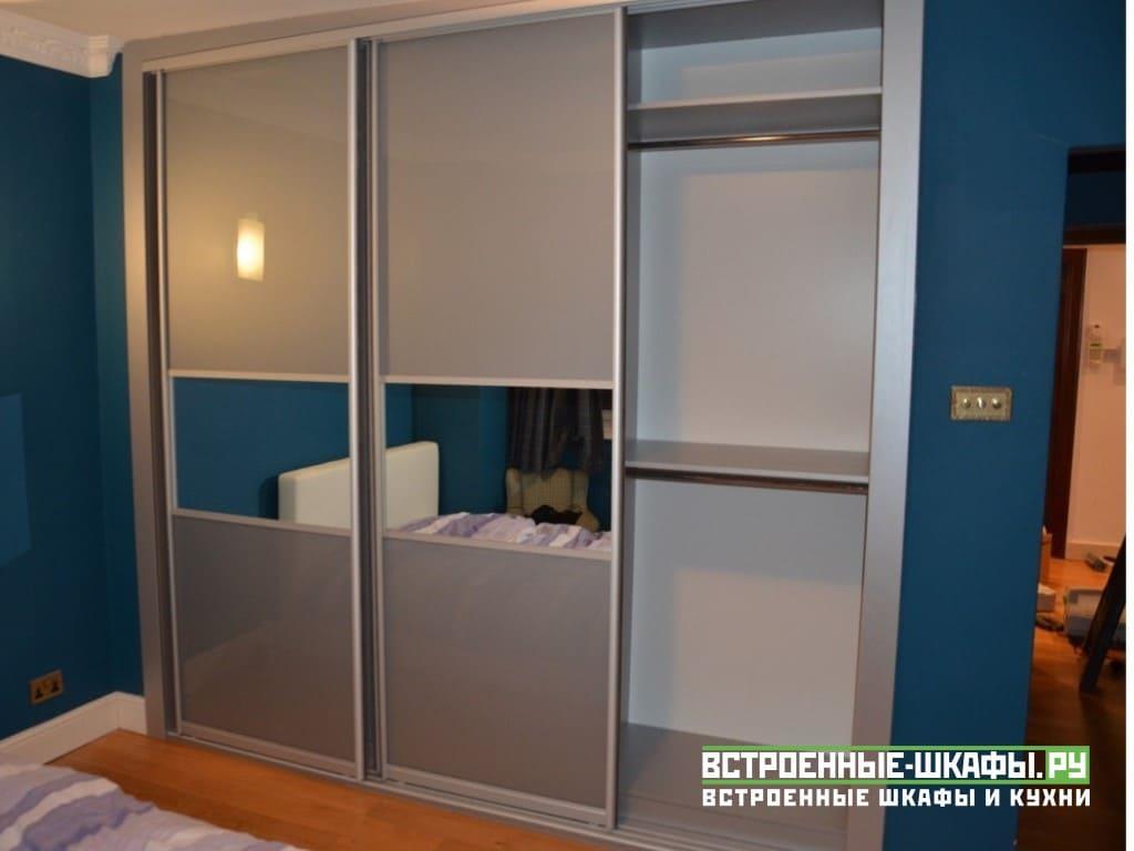 Встроенный в нише шкаф купе с комбинированными дверями
