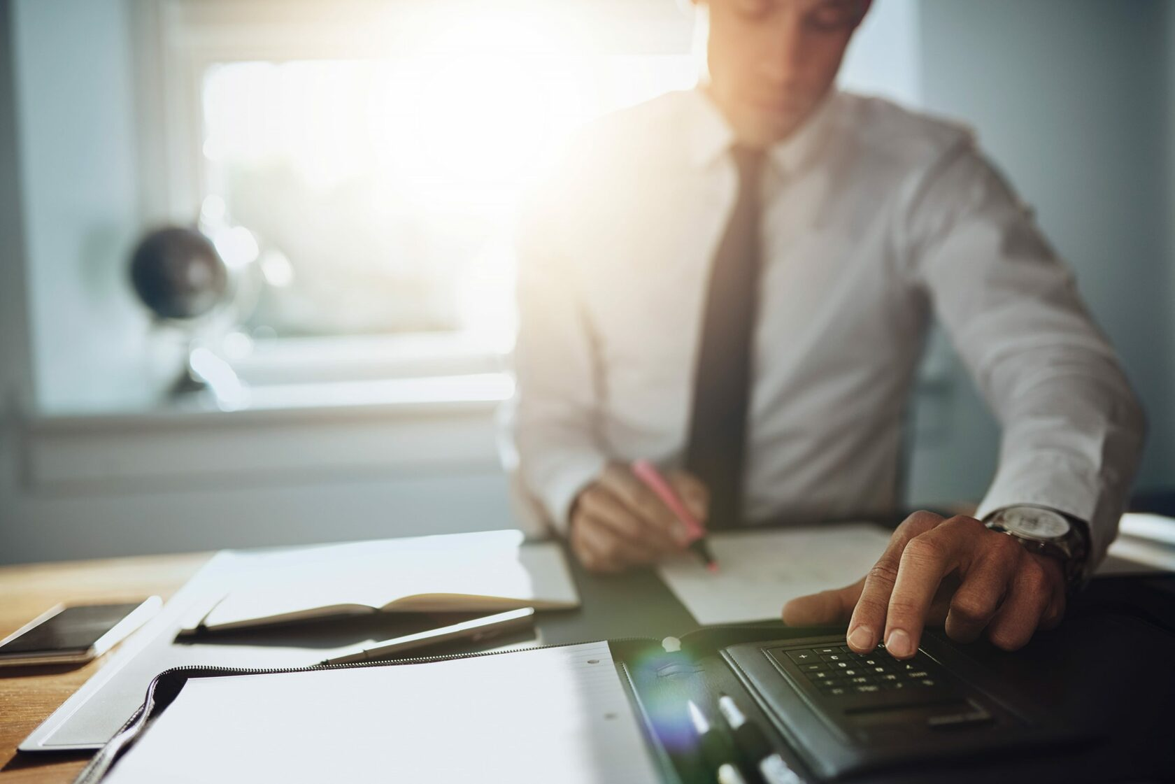 Налоговая решила «взяться» за продавцов товаров и услуг, которые принимают оплату на карточные счета физлиц