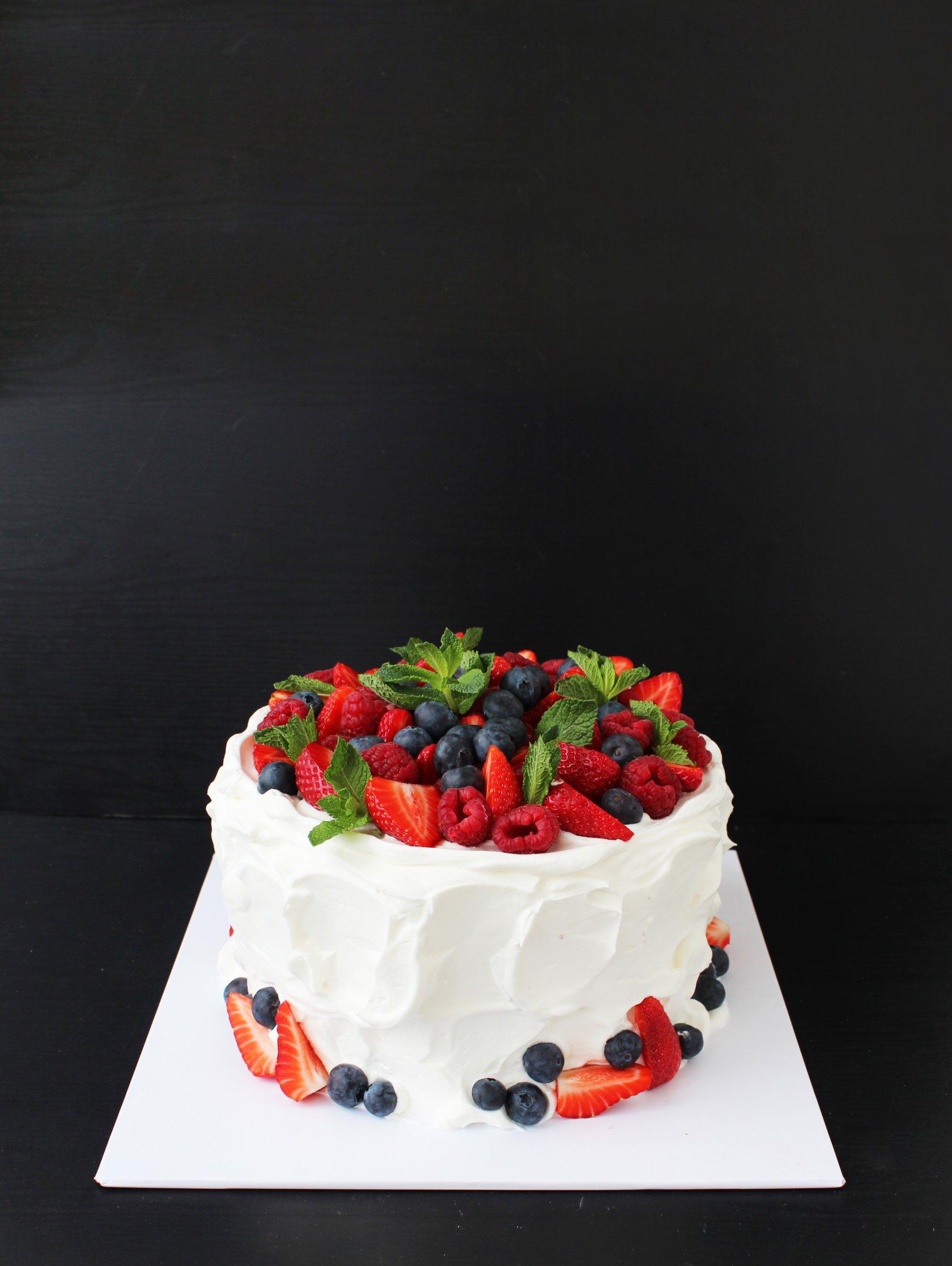 гилварг официальный свадебный торт фото одноярусный без мастики мячей