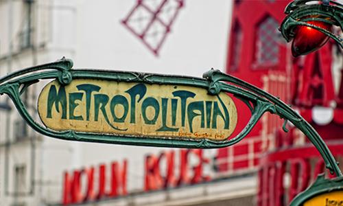Указатель парижского метро на Монмартре в стиле ар деко