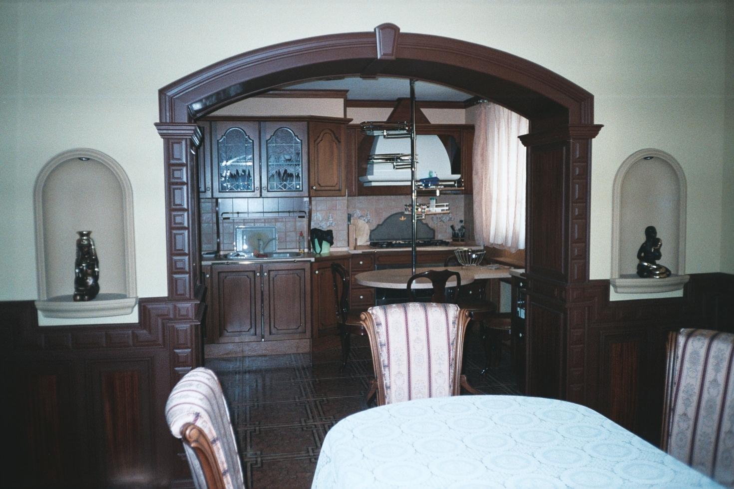 фото арок на кухне с барной этом разделе