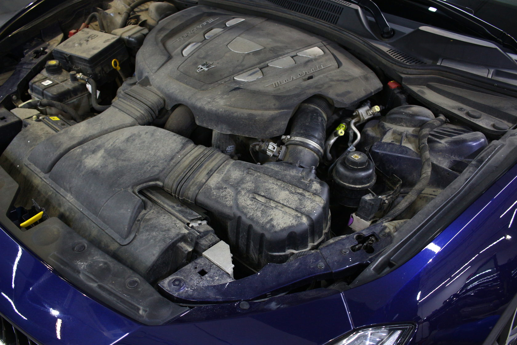 Мойка мотора, мойка двигателя, meserati, детейлинг мотора