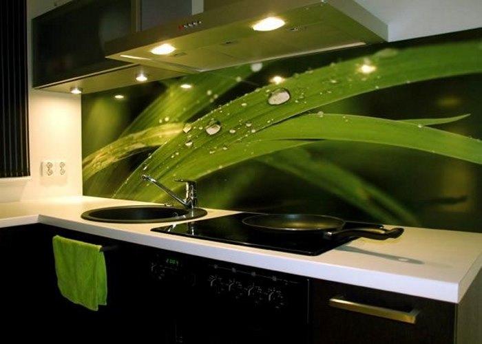 Сколько стоит стекло на кухню