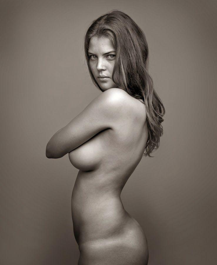 фото голых женщин в профиль девушки розовых лосинах