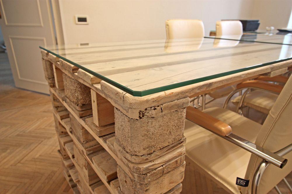 Простой компьютерный стол из поддонов