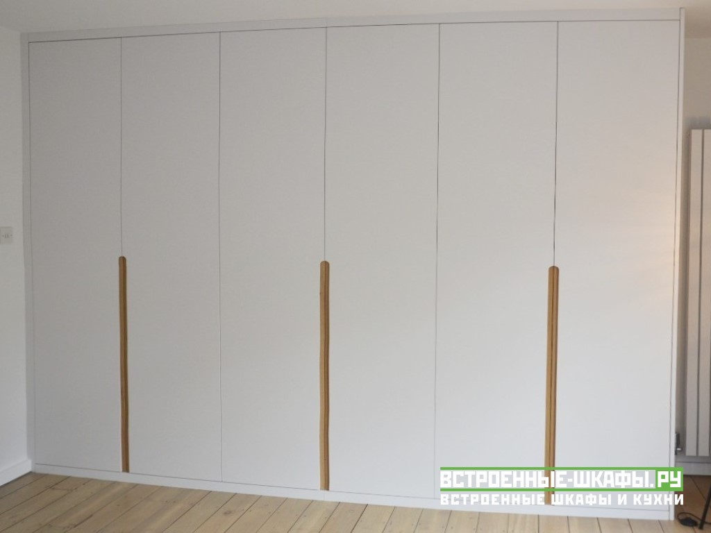 Современный распашной шкаф с фасадами МДФ эмаль матовая