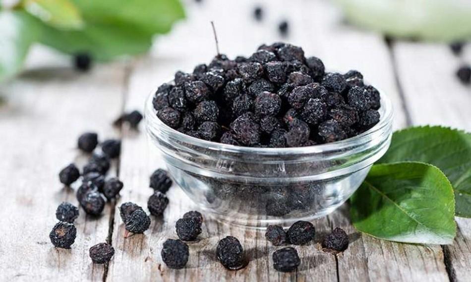 Хранить сушеные плоды следует в герметичной емкости, чтобы они не впитывали влагу и посторонние запахи