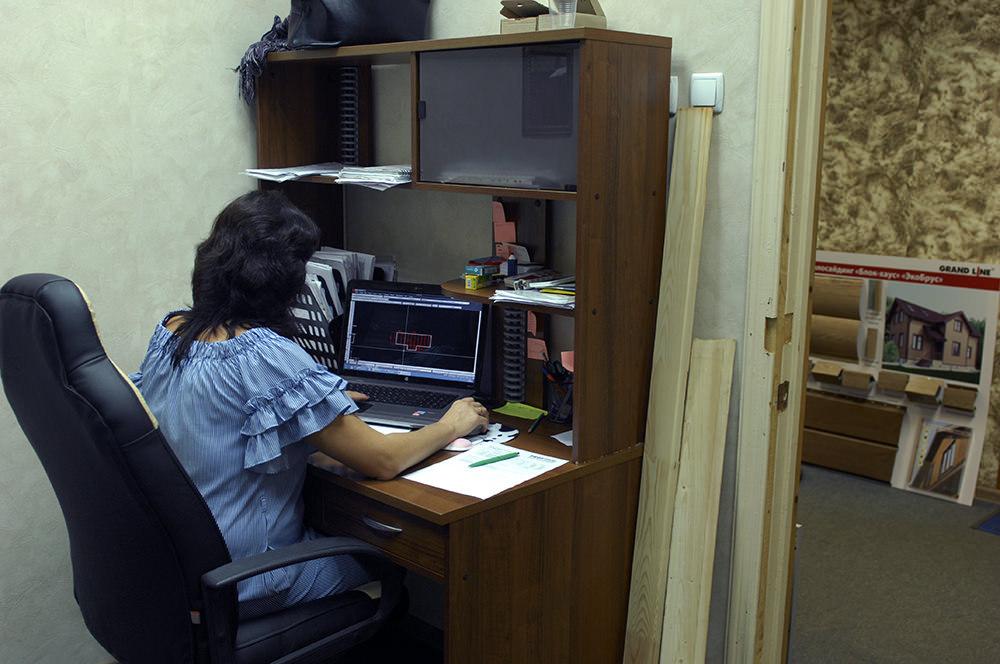 Наша проектировщик Мария за работой