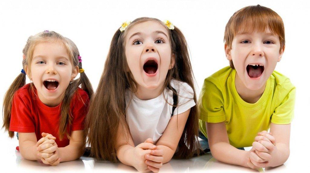 Дети тренируются правильно произносить звуки