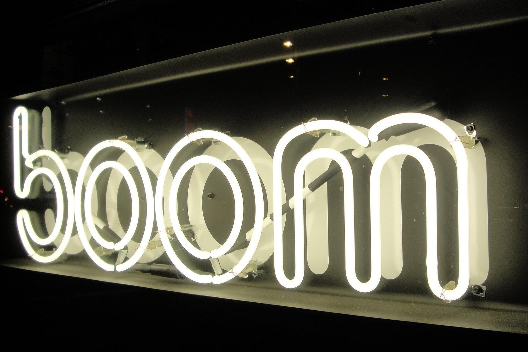 неоновая надпись Boom