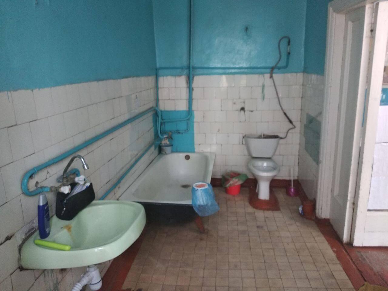 Ванная и туалет в инфекционном отделении Центральной районной больницы г. Винницы
