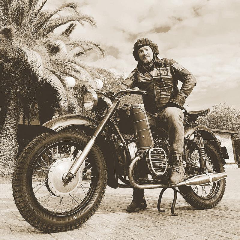 – Ваш герой лихо гоняет на мотоцикле. А вы?