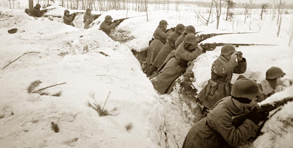 Солдаты ведут огонь из винтовок. Карельский перешеек. 1939 г.