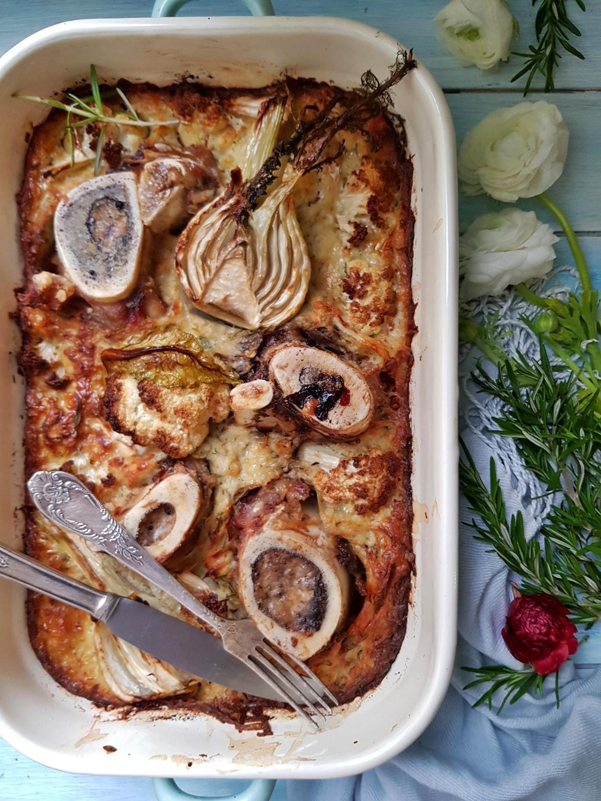 Рецепт - Картофельная запеканка с мозговыми косточками и овощами в духовке.  Вкусный Израиль.