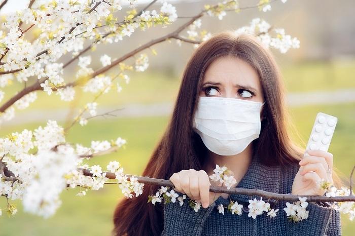 Rinita – alergie sau infecție cu noul coronavirus. Exista vreun motiv pentru panica?