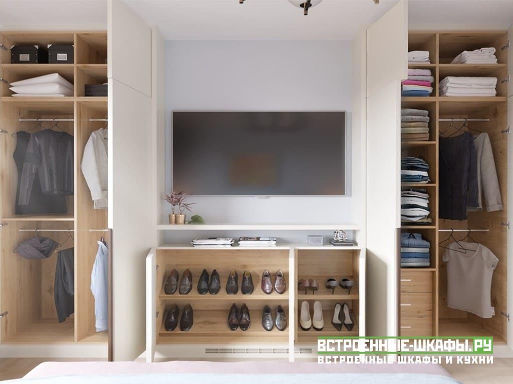 Шкаф в гостиную с ТВ на стене в однокомнатной квартире