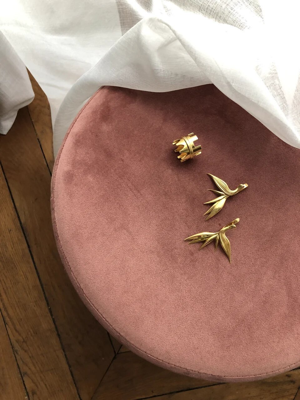 Яркие высказывания. Весомые произведения искусства. Серьги, кольцо серебро и золото. Крупные креативные украшения.