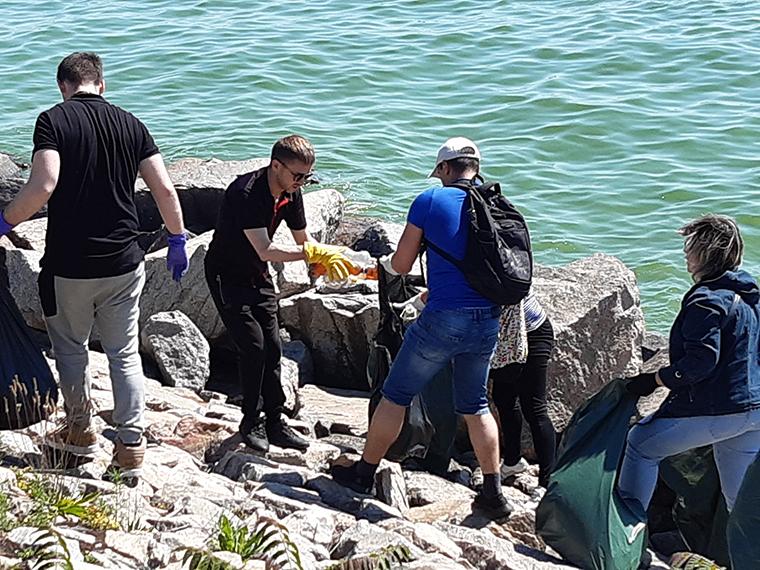 Активисты ППШ очистили территорию Никопольской дамбы - фото