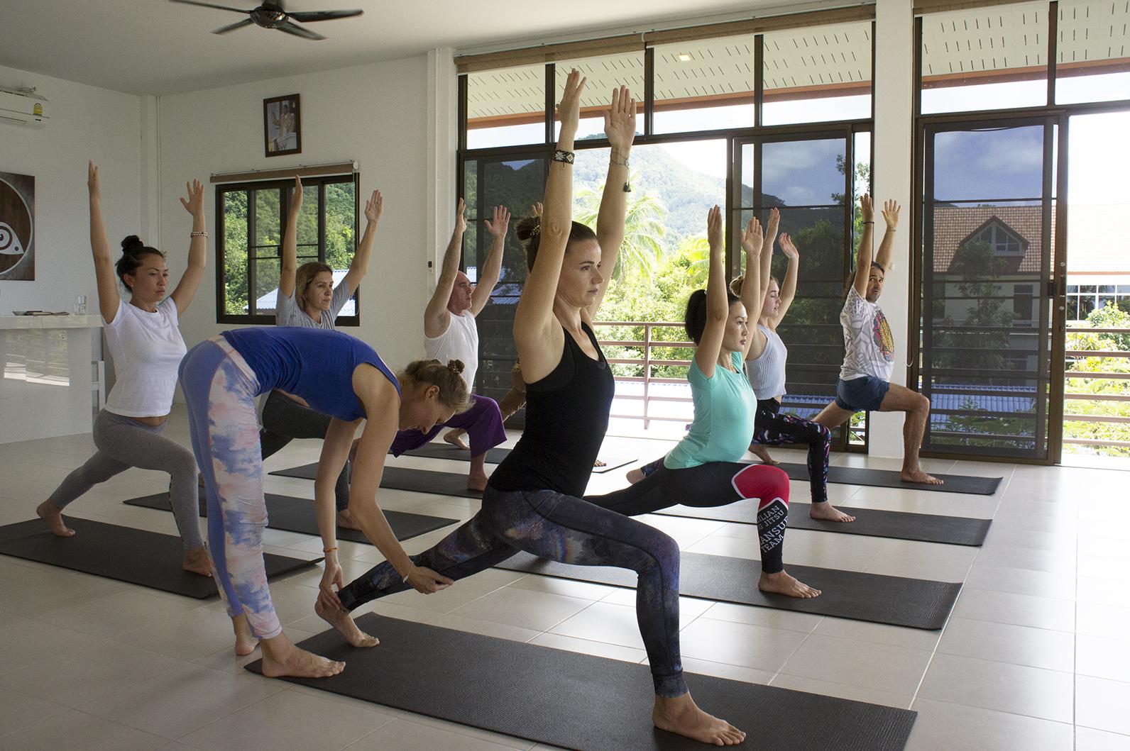 одна версия, первое занятие по йоге тренер я картинки предупредить