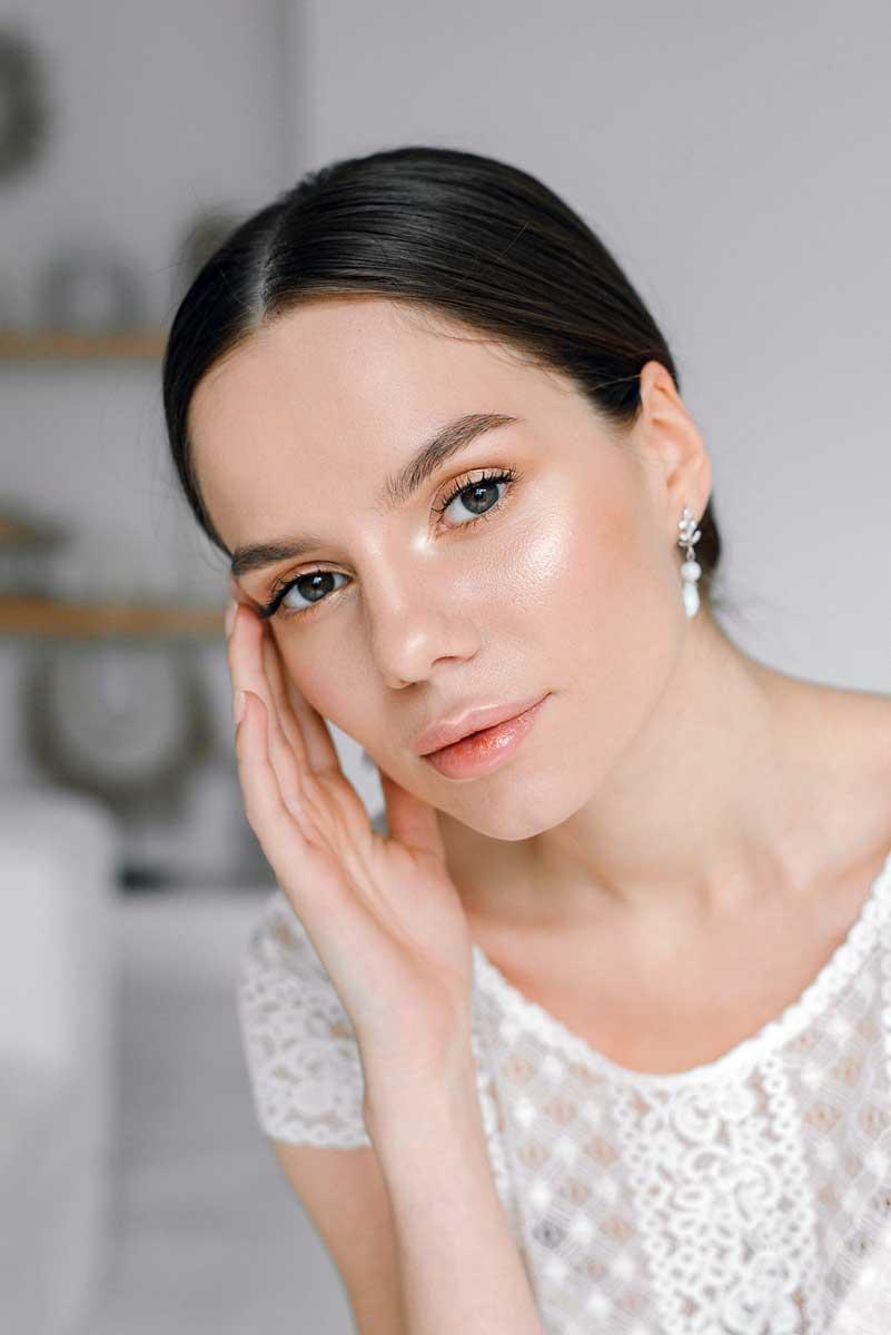 Легкий сияющий свадебный макияж