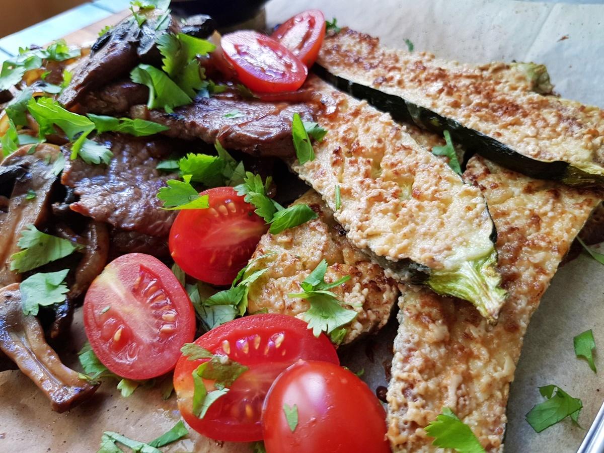 Жареное мясо Шайтель и кабачки с кунжутной корочкой. Фото рецепт.