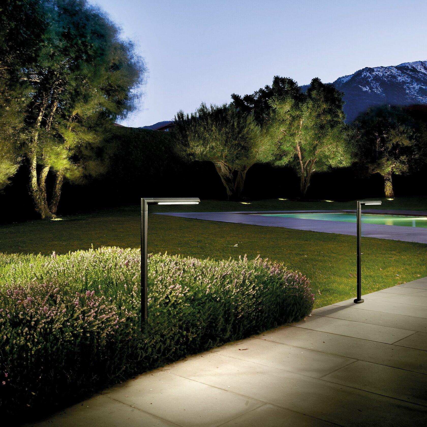 Пример использования светильника в ландшафте