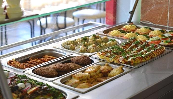 Выдача блюд в столовой Лермонтово