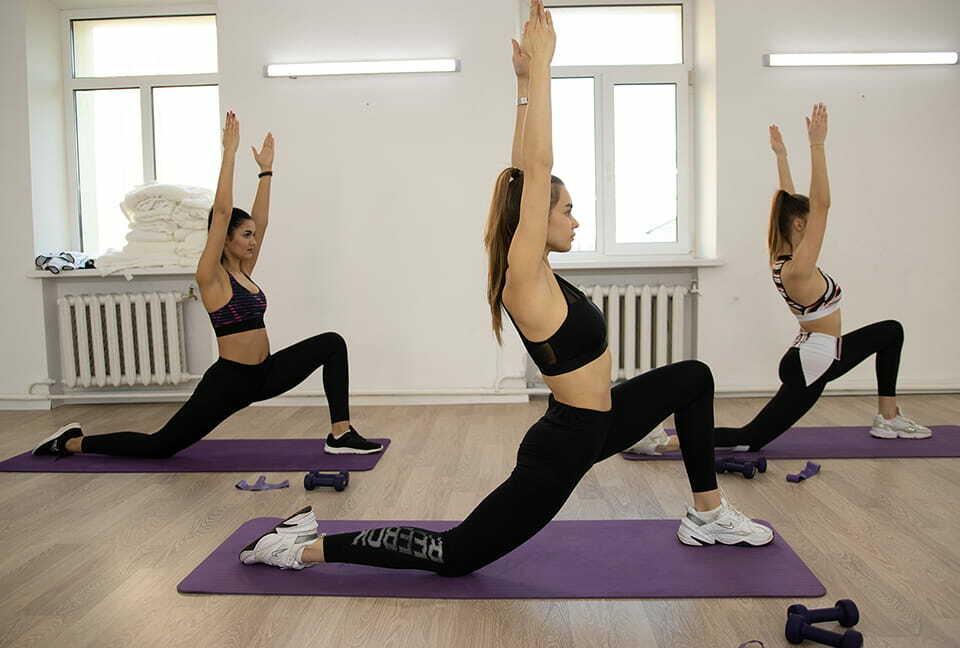 Йога для группы людей Киев