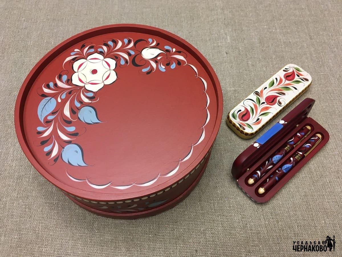 коробка для конфет и подарочные ручки в футляре