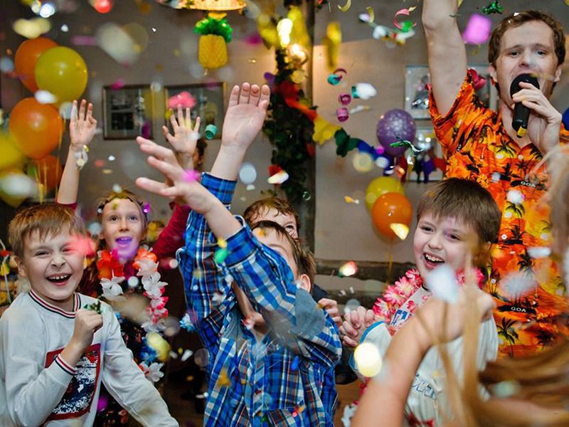 тони испуга, смешные фото детки на вечеринке играет сборную