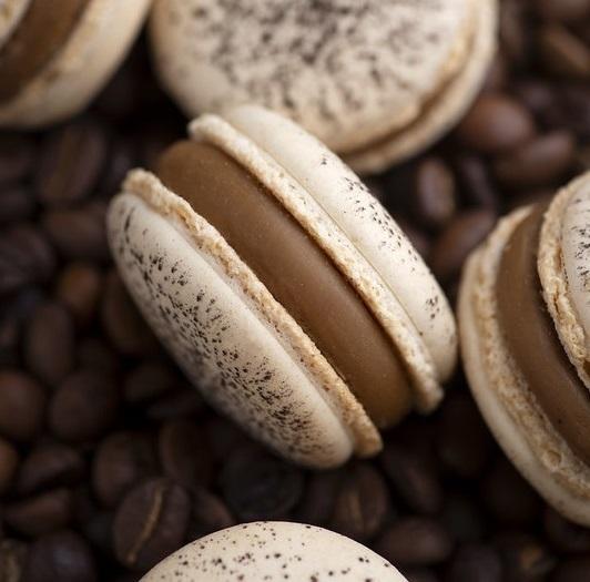 Coffee-Praline macarons photo
