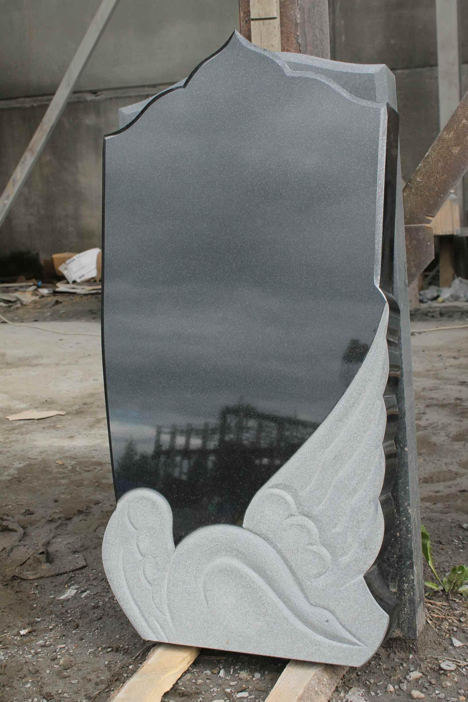 Фигурный памятник с лебедем