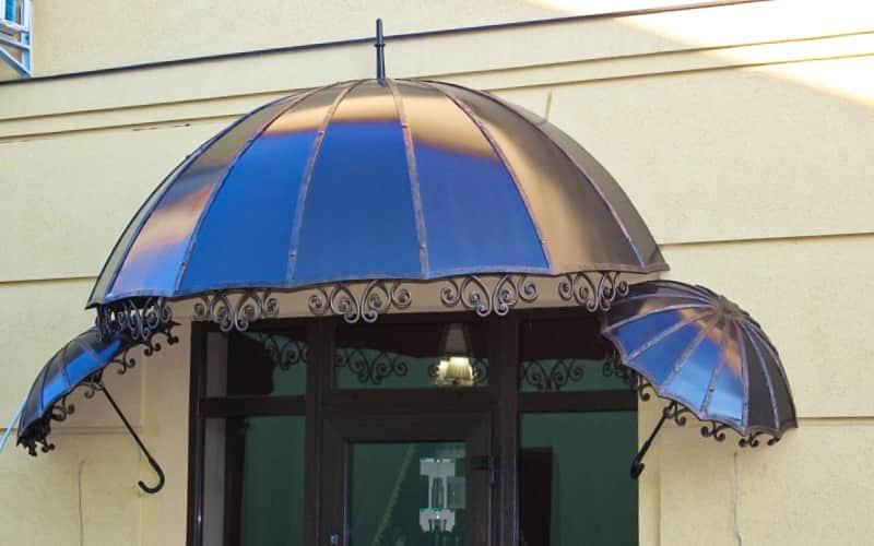 Навес над крыльцом с декоративными элементами