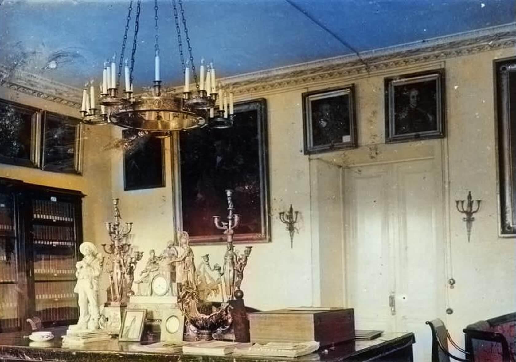 Усадьба Дубровицы. Кабинет и библиотека. Фото начала XX века. Колоризация