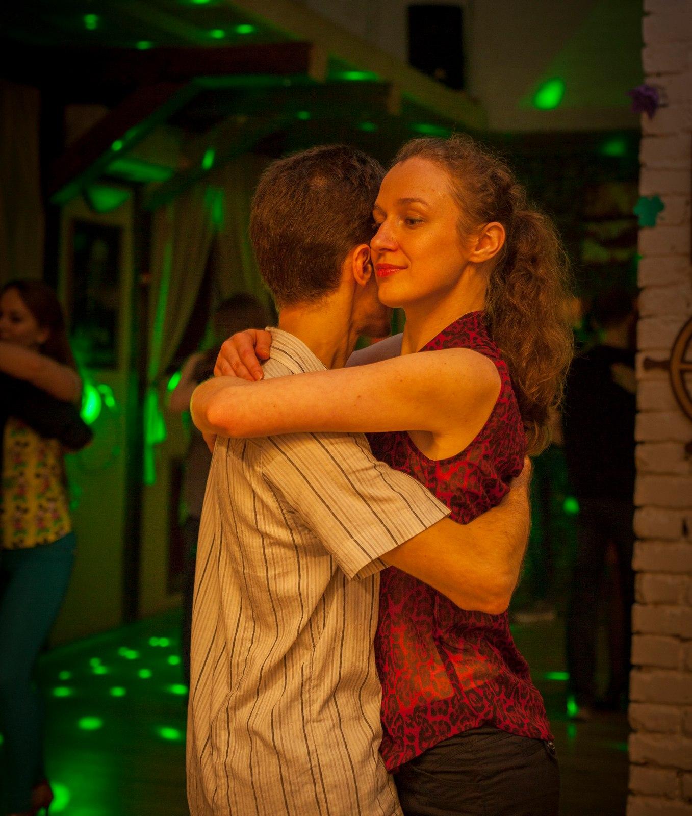 Кончила время прилично ли если жена танцует с чужим мужчиной много раз