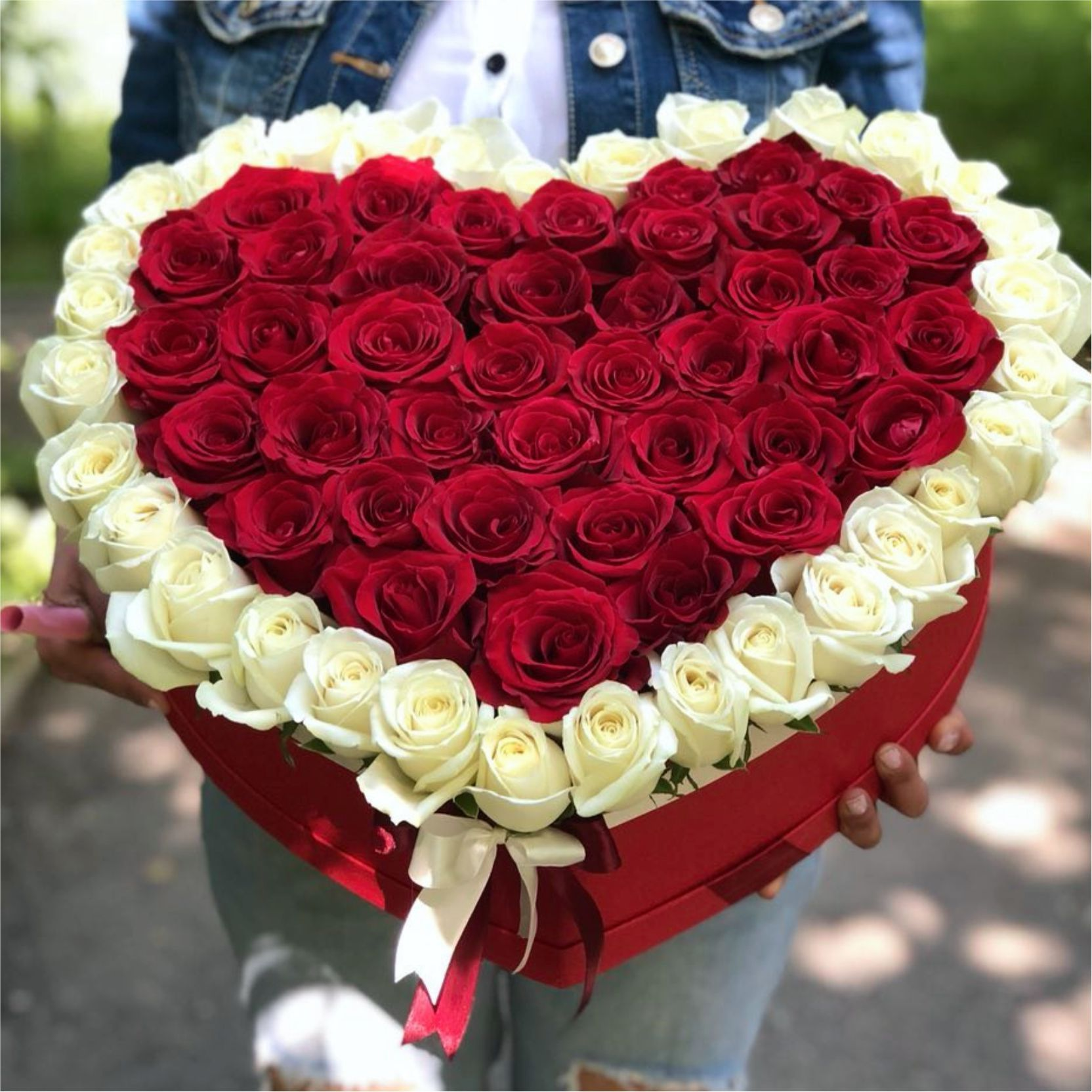 Букет роз в форме сердца фото