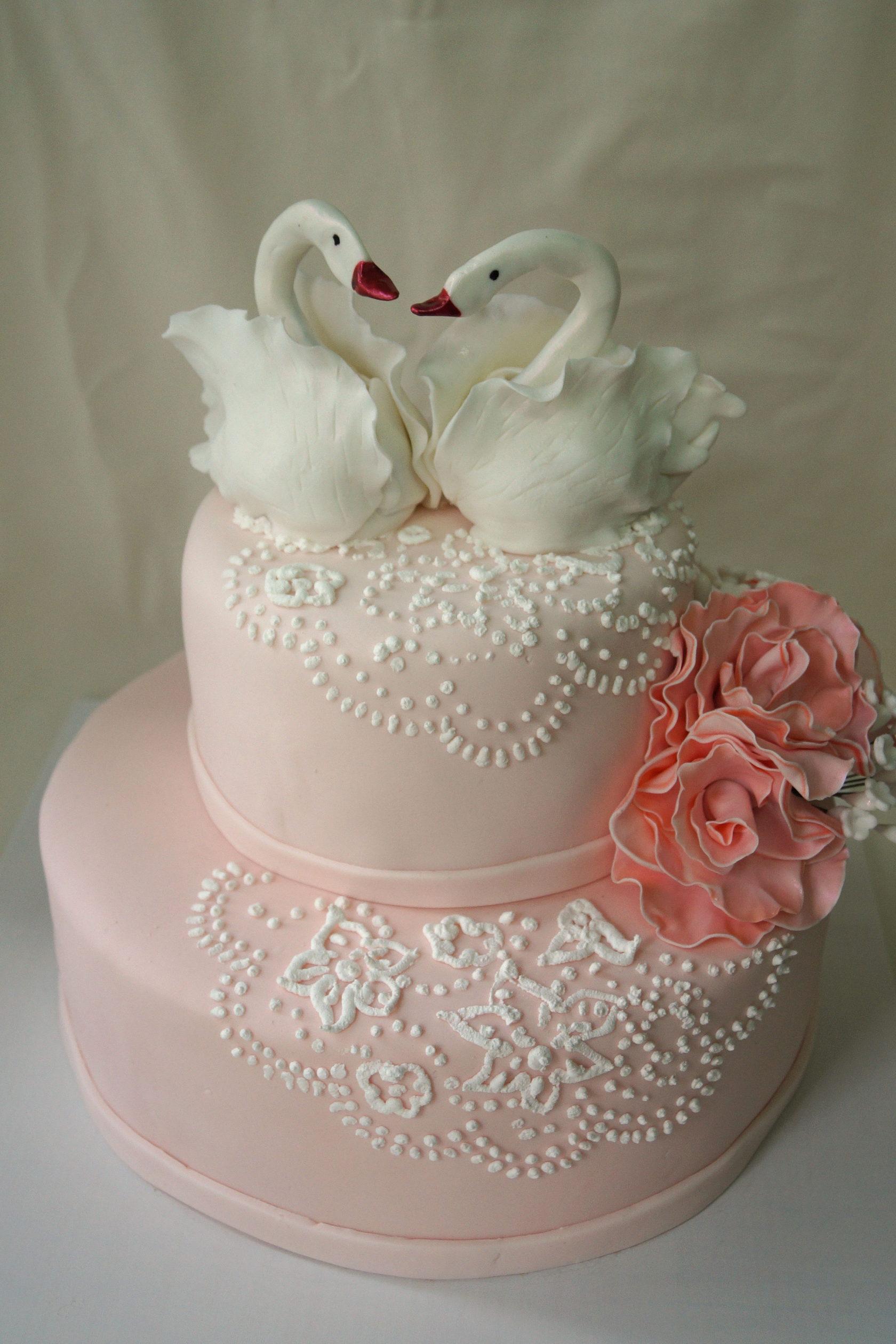 Картинки свадебные торты с лебедями