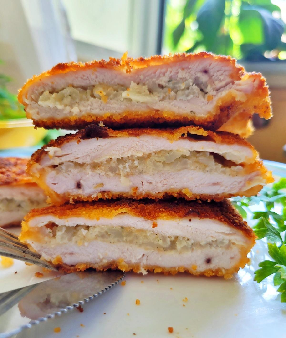 Пошаговый фото рецепт – как приготовить куриный шницель с начинкой.  Вкусный Израиль.