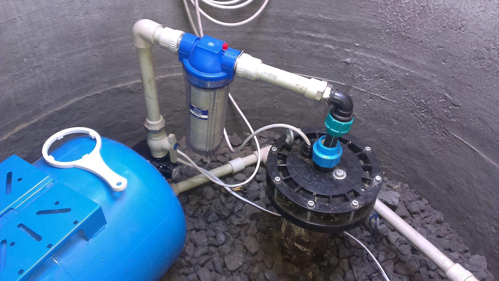 трубы для подачи воды из скважины