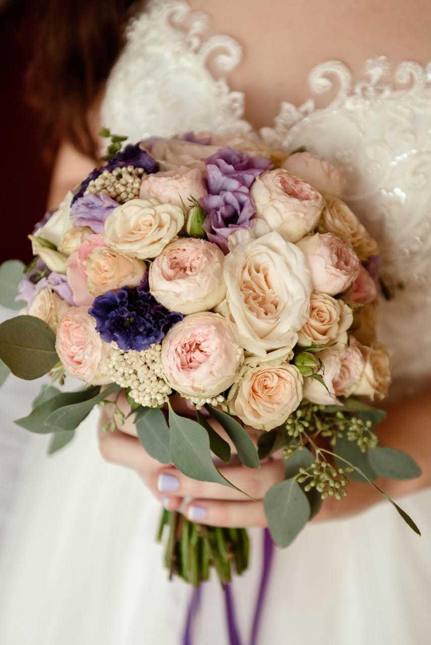 Букет невесты в нежных и свежих цветовых оттенках