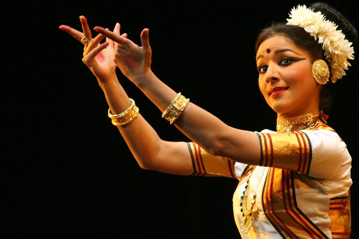 essay on indian music and dance India has one of the world's largest collections of songs, music, dance, theatre, folk traditions, performing arts, rites and rituals, paintings and writings that are known, as the 'intangible cultural heritage' (ich) of humanity.