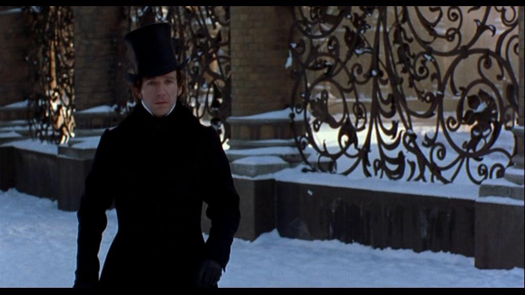 В меланхоличной созерцательности Онегин замер на фоне решётки Михайловского сада и глядит на дом, где живёт Татьяна.