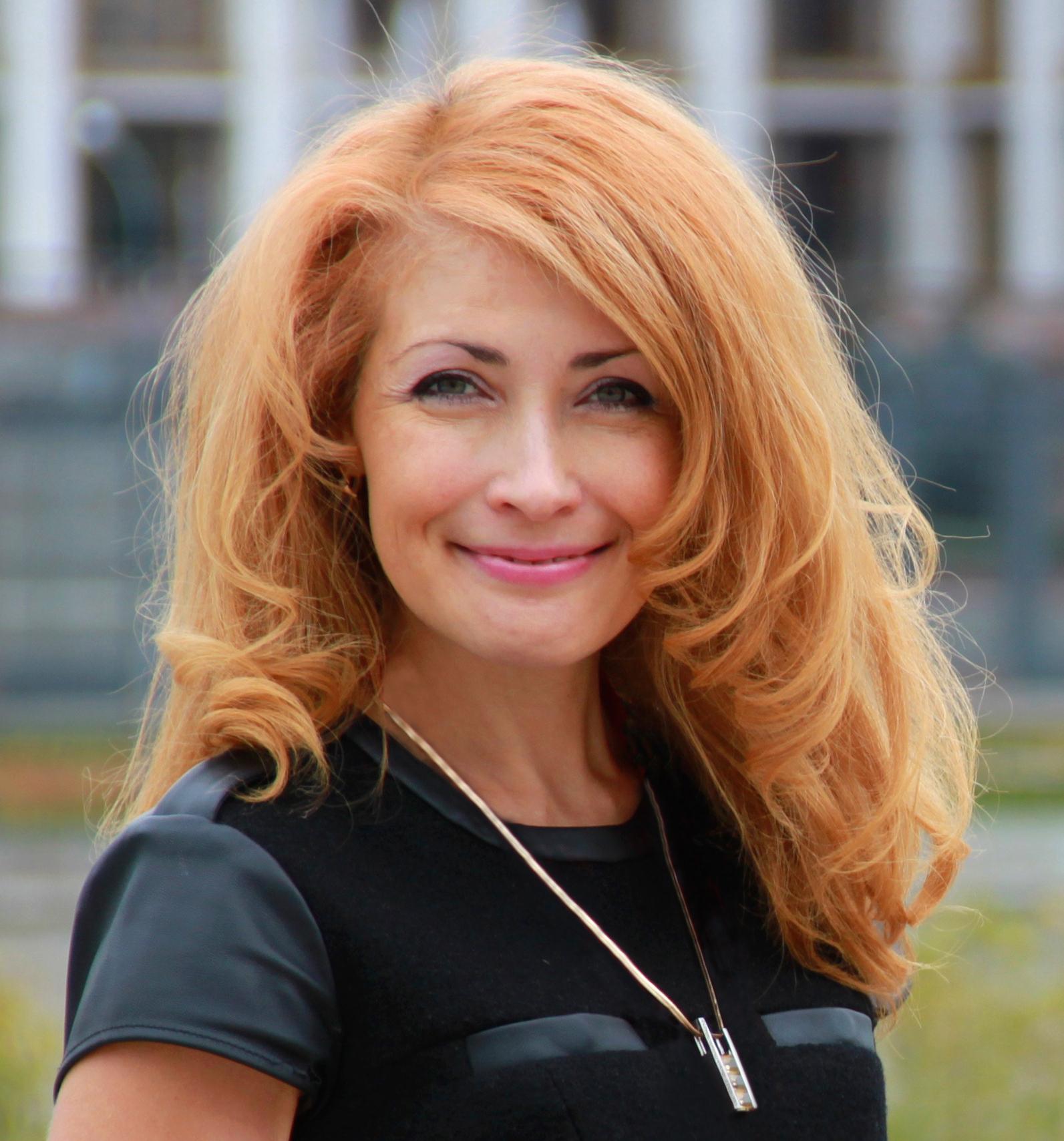 Елена Грабарь - автор онлайн-курса. Практический психолог, бизнес-тренер, кочу, руководитель компании.