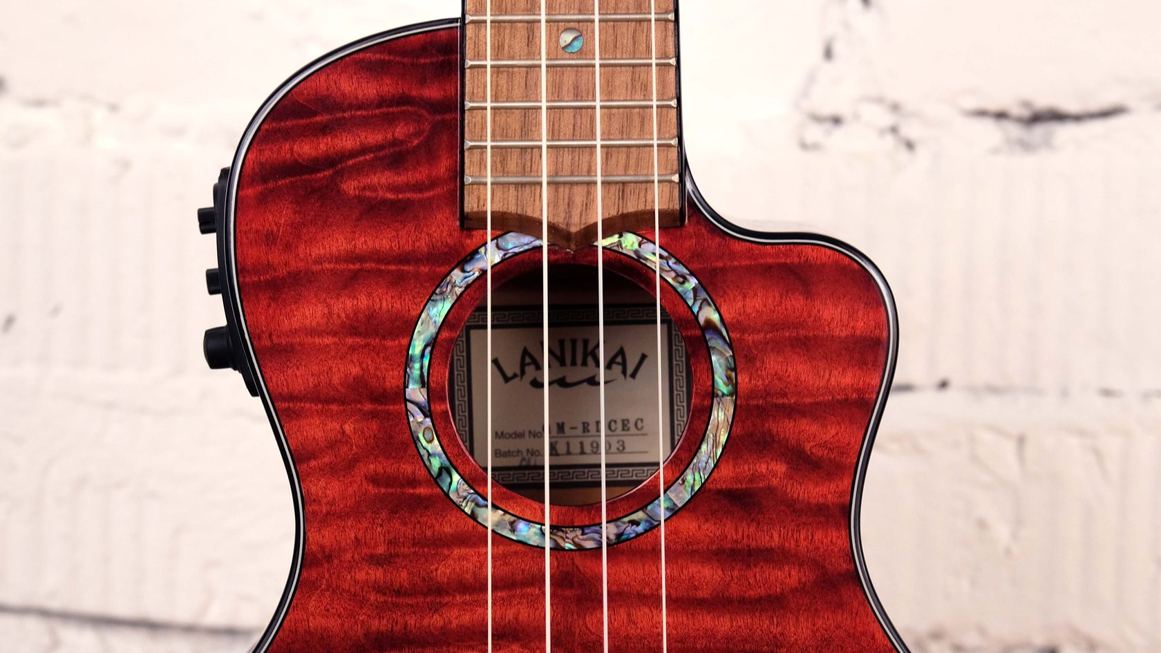 купить укулеле концерт Lanikai QM-RDCEC красного цвета со звукоснимателем и встроенным тюнером Fishman в магазине укулеле ukelovers, ukulele, укулеле из клена
