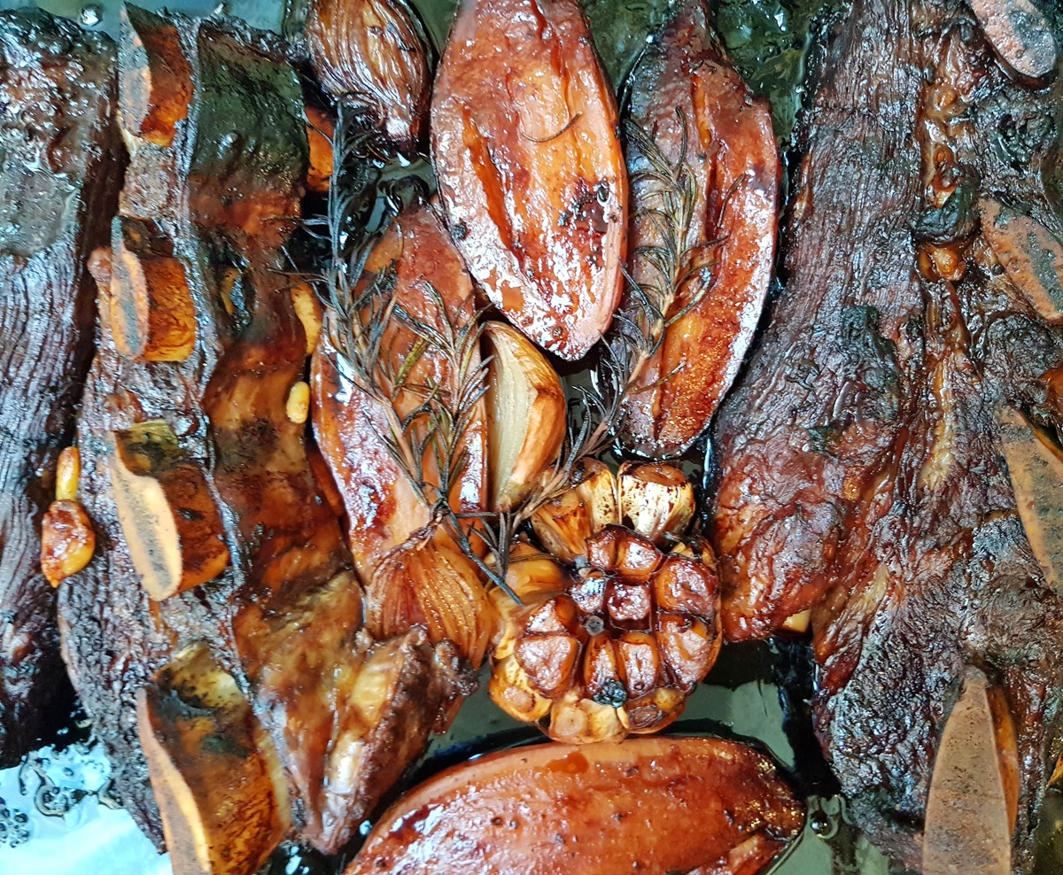 Асадо (говяжти ребрышки) с вином, медом и каштанами. Еврейская кухня. Вкусный Израиль.