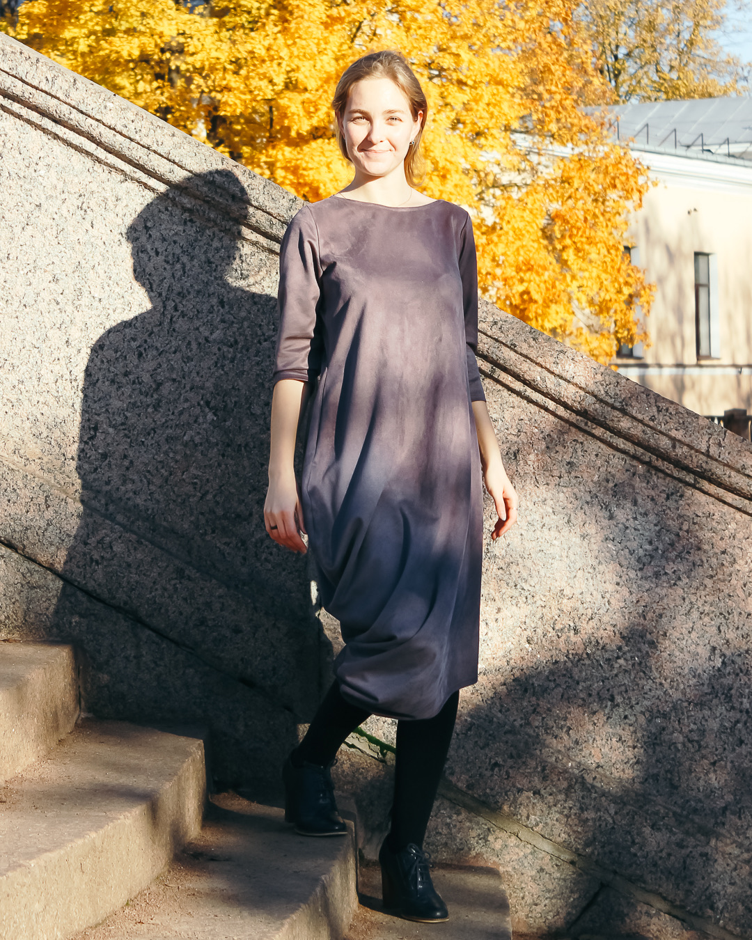 Асимметричное замшевое платье